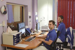 Medizinisch-technische Radiologieassistenten am MRT-Gerät