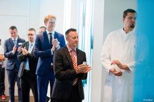 Tosender Applaus bei der Eröffnungsfeier der Radiologie in der Schön Klinik Nürnberg Fürth